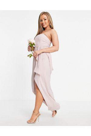 TFNC Ženy Bez ramínek - Bridesmaid bandeau wrap midaxi dress with pleated detail in mink-Pink
