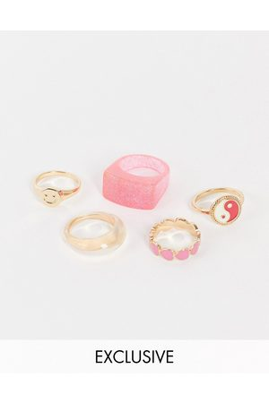 Reclaimed Vintage Ženy Prstýnky - Inspired yin yang and heart rings in resin and gold 5 pack