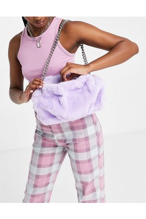 ASOS Ženy Psaníčka - Oversized ruched clutch bag in lilac faux fur with detachable shoulder chain-Purple