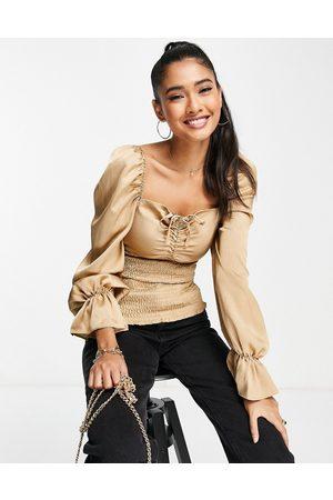 ASOS Ženy S dlouhým rukávem - Satin long sleeve top with shirred waist in gold