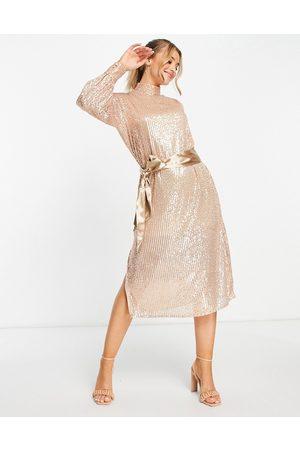 Style Cheat Ženy Midi - Tie waist sequin midi dress in gold