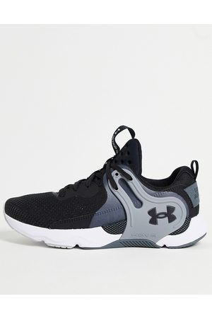Under Armour Muži Sportovní boty - HOVR Apex 3 trainers in black and grey
