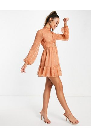ASOS Ženy Na párty - Mini skater dress with twist front detail in textured chiffon-Neutral