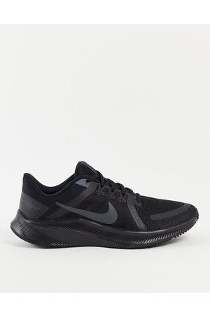 Nike Quest 4 trainers in black