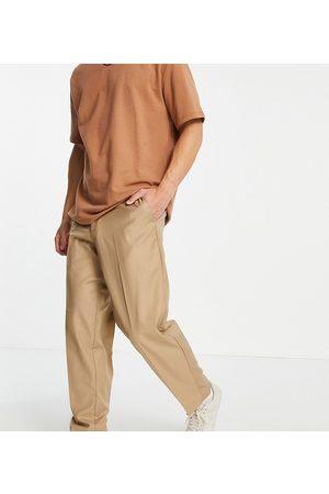 New Look Muži Chino - Loose fit smart trousers in tan-Brown