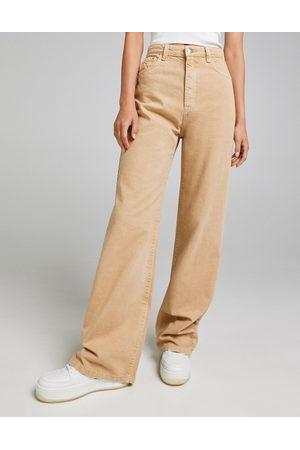 Bershka Wide leg dad jeans in camel-Neutral