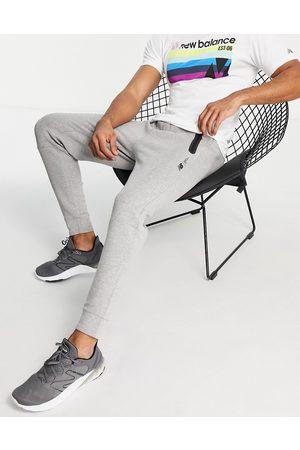 New Balance Muži Teplakovka - Tenacity joggers in grey