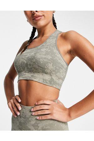Love & Other Things Ženy Sportovní - Seamless camo sports bra in light green
