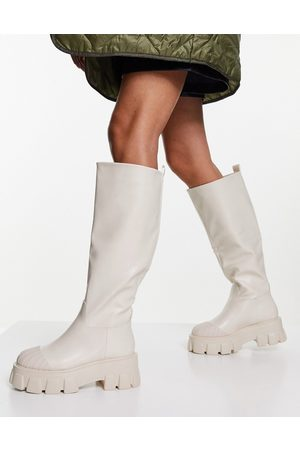 Truffle Collection Pull on chunky knee boots in beige-Neutral