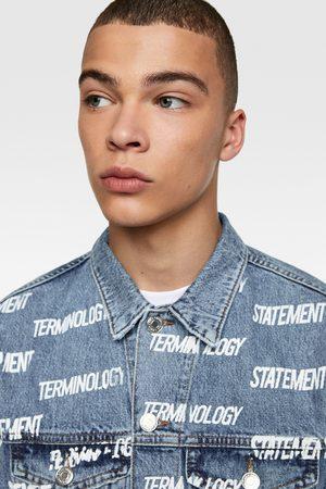 Zara Muži Džínové bundy - Džínová bunda s nápisem