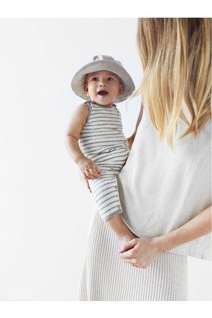 Zara čepice s texturou a šňůrkami