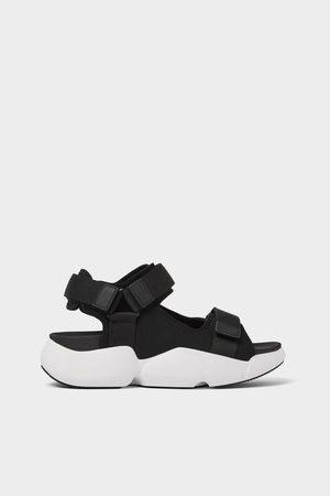 Zara Objemné funkční sandály