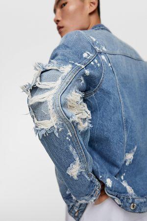 Zara Muži Džínové bundy - Džínová bunda s nášivkami