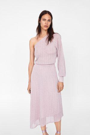 Zara Ženy Asymetrické - Asymetrické šaty s metalickým vláknem