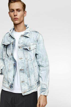 Zara Muži Džínové bundy - Džínová bunda se zmačkaným efektem