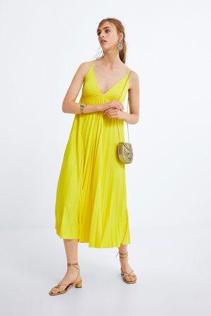 Zara Plisované šaty prádlového stylu
