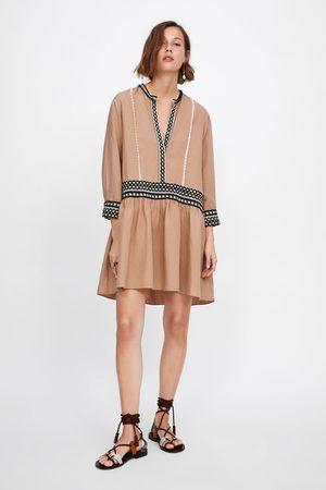 Zara Ženy Na párty - Mini šaty se stuhami