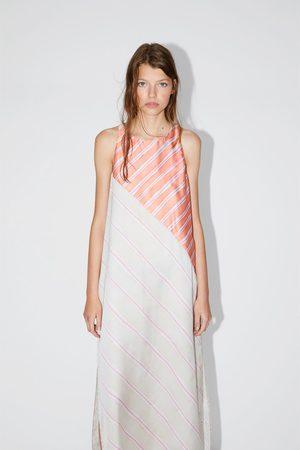 Zara Ženy Šaty - šaty s proužky