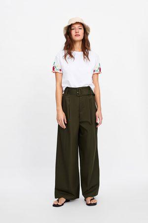 Zara Tričko s výšivkami na rukávech