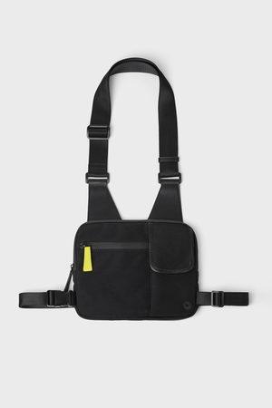 Zara černá kabelka přes rameno - ledvinka