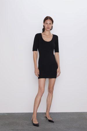 Zara šaty s vlnkovanými lemy